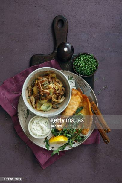 chicken milanese with crispy potatoes and rocket - milanese stock pictures, royalty-free photos & images