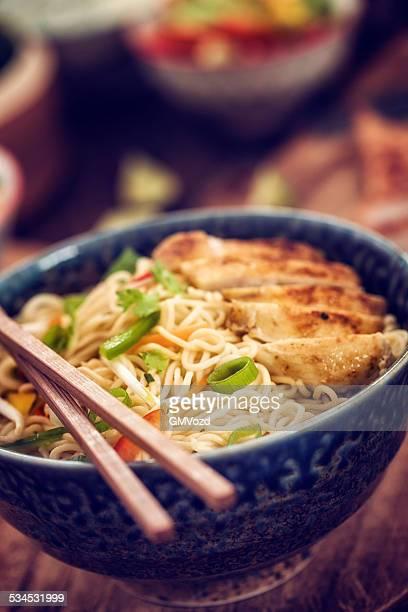 チキンヌードル炒め物