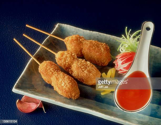 Chicken nugget kebabs with sauce