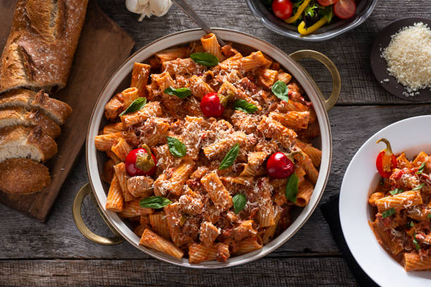 chicken riggies - cheesy rigatoni pepper stock pictures, royalty-free photos & images
