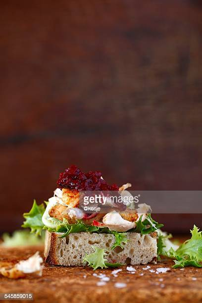 Chicken sandwich with beetroot relish