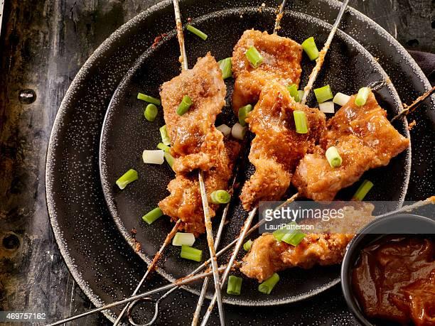 Brochetas de pollo con salsa de cacahuete