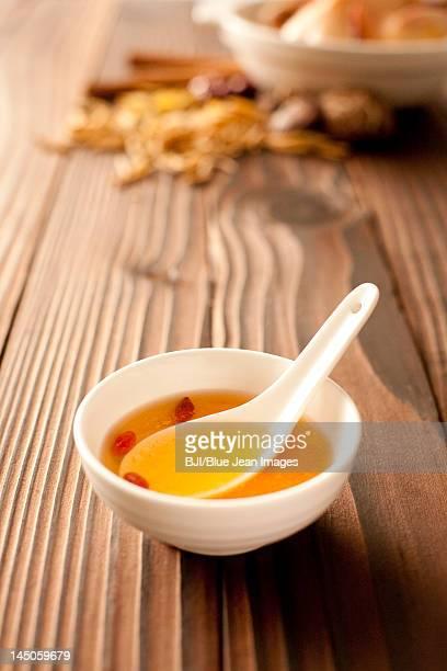 chicken soup - caldo pollo fotografías e imágenes de stock