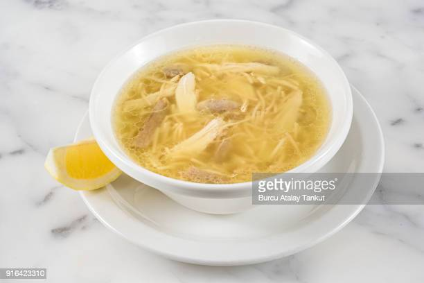 chicken soup - chicken soup stockfoto's en -beelden