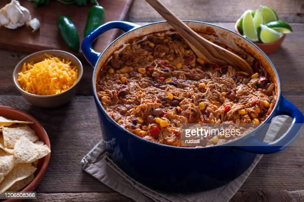 チキントルティーヤスープ - ダッチオーブン ストックフォトと画像