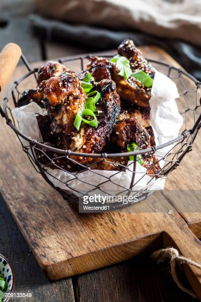 Chicken wings with sesame seeds and spring onions