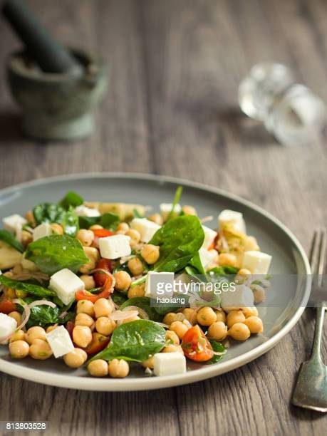 Chickpea with artichokes and spinach salad
