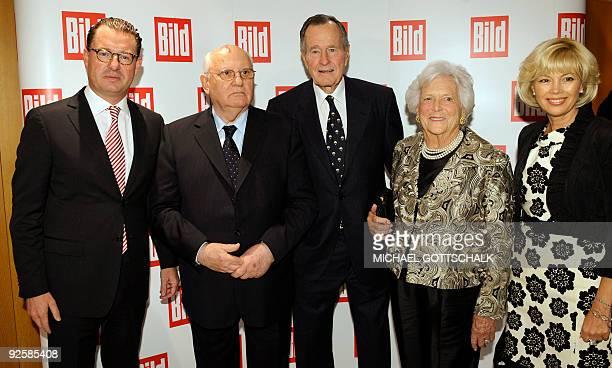 Chief editor of the daily newspaper Bild Kai Diekmann poses with former President of the Soviet Union Mikhail Gorbachev former US President George HW...
