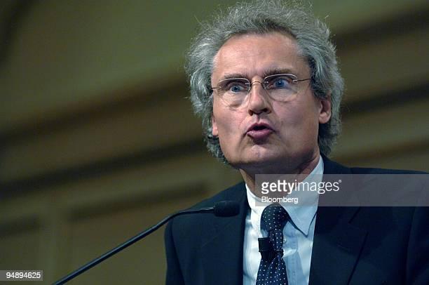 Chief Executive Dr Henning Kagermann speaks at the Handelsblatt Banken im Umbruch conference in Frankfurt Germany Wednesday September 7 2005