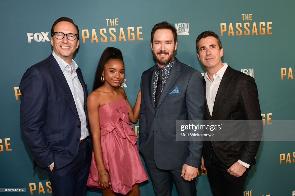 "FOX's ""The Passage"" Premiere Party - Red Carpet : News Photo"