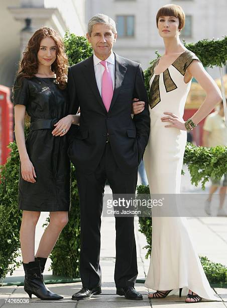 Chief executive Stuart Rose stands between models Elizabeth Jagger and Erin O'Connor as they pose for the Marks and Spencer Autumn/winter 2007...