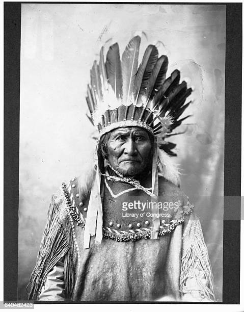 Chief Geronimo Apache leader who led opposition to US policy to consolidate his people on reservations 1907
