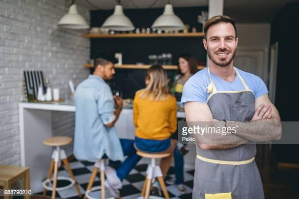 彼の台所の責任者 - 酋長 ストックフォトと画像