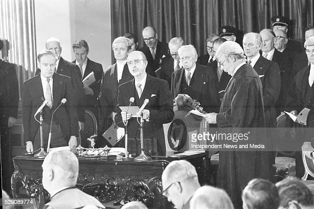 Chief Justice the swearingin the new President Cearbhall �� D��laigh at Dublin Castle on left is Taoiseach Liam Cosgrave Photographer Tom Burke