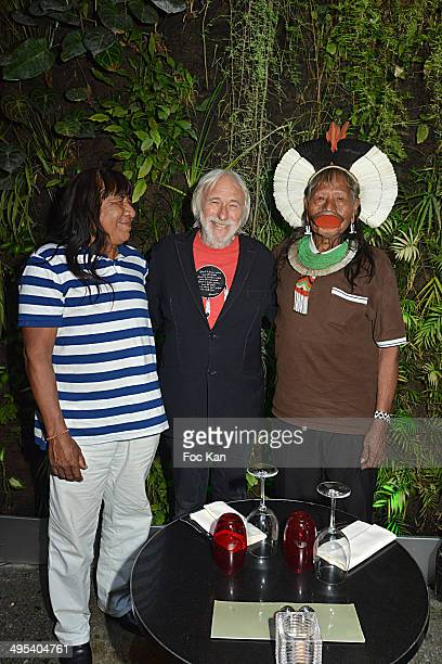 Chief Megaron Txucarramae actor Pierre Richard and Chief Raoni Metuktire from Kayapo community members of SOS Amazonia pose in front of the botanical...