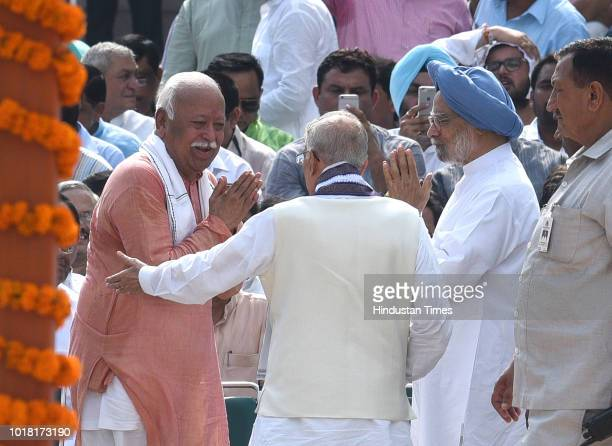 Chief Mohan Bhagwat with former Prime Minister Manmohan Singh BJP Leader MM Joshi during the cremation ceremony of former Prime Minister Atal Bihari...