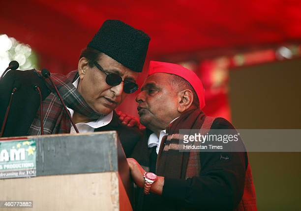 Chief Mulayam Singh talking with SP leader Azam Khan during the protest by Janta Parivar against Modi Government at Jantar Mantar on December 22,...