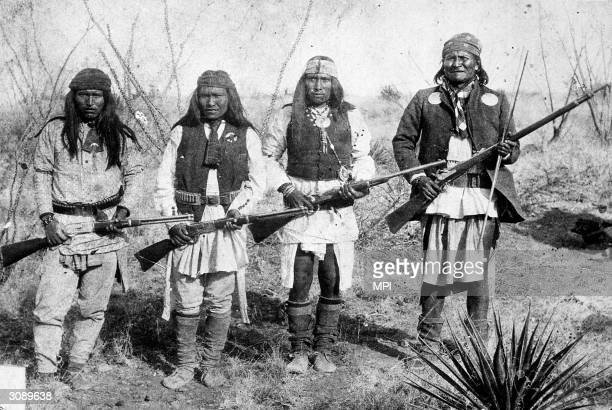 Chief of the Chiricahua Apache Geronimo on the right with some of his tribe