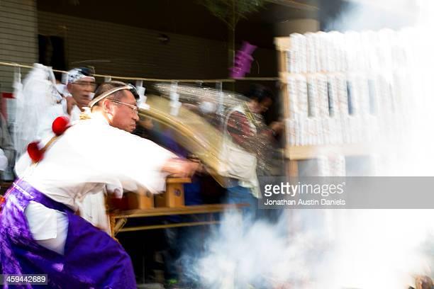 Chefe Padre, Festival de fogo deitar água na Fogueira