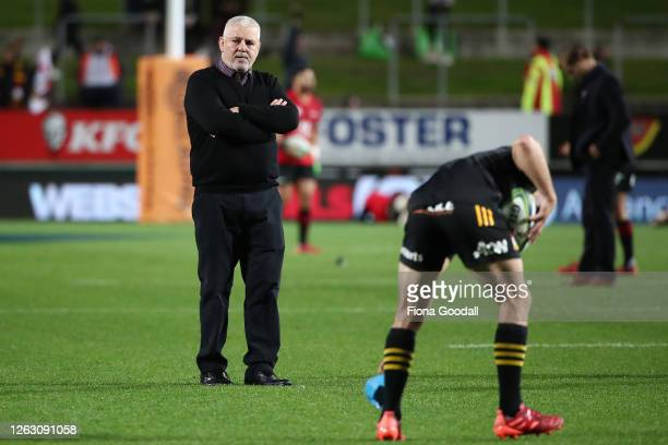Chiefs coach Warren Gatland watches Aaron Cruden warm up during the round eight Super Rugby Aotearoa match between the Chiefs and Crusaders at...