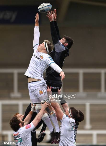 Chiefs forward Richard Capstick competes for a lineout ball with Greg Peterson during the Gallagher Premiership Rugby match between Newcastle Falcons...