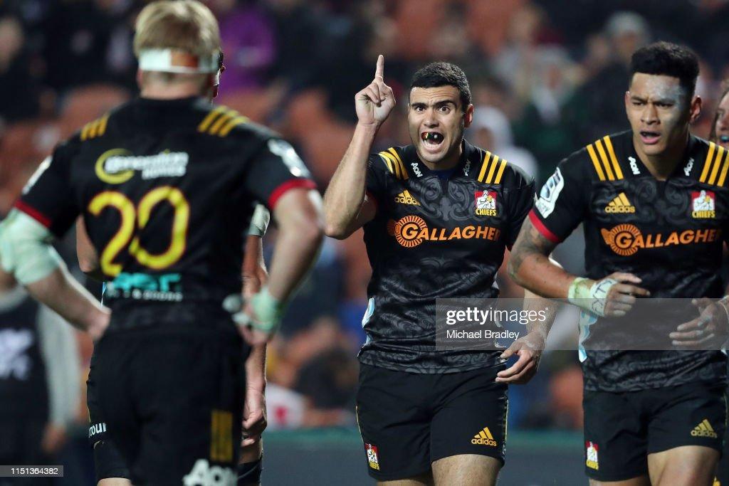 Super Rugby Rd 15 - Chiefs v Reds : News Photo