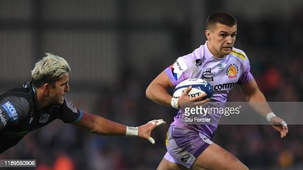 Chiefs player Henry Slade runs through to score the second try despite the attentions of DTH Van Der Merwe of Glasgow during the Heineken Champions...