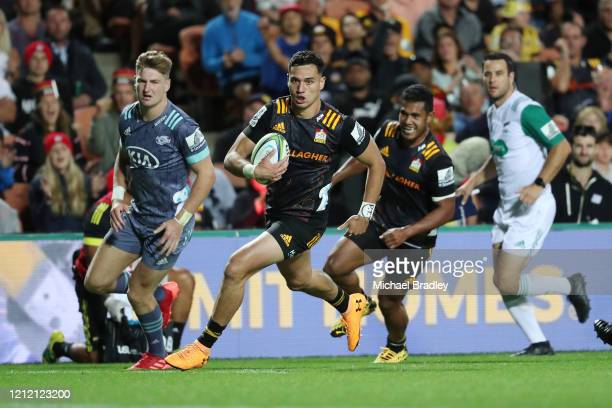 Chiefs Shaun Stevenson runs away for a try during the round seven Super Rugby match between the Chiefs and the Hurricanes at Waikato Stadium on March...