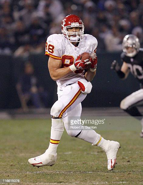 Chiefs tight end Tony Gonzalez had five receptions for 67 yards as the Kansas City Chiefs defeated the Oakland Raiders by a score of 20 to 9 at...