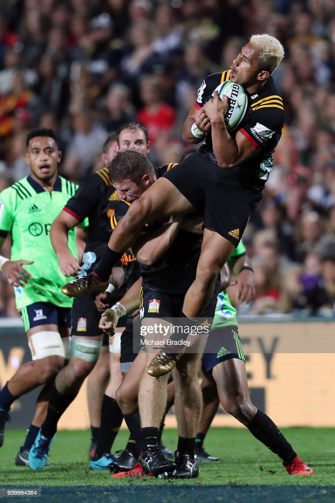 Chiefs Toni Pulu takes the high ball during the round seven Super Rugby match between the Chiefs and the Highlanders at FMG Stadium on March 30, 2018 in Hamilton, New Zealand.