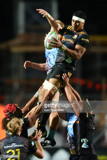 Chiefs win the line out during the round five Super Rugby Trans Tasman match between the NSW Waratahs and Chiefs at Brookvale Oval on June 12, 2021...