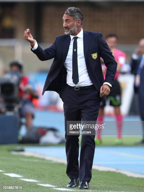Chievo Verona coach Lorenzo D Anna issues instructions to his players during the serie A match between Chievo Verona and Juventus at Stadio...