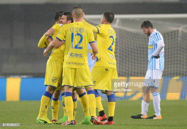 Chievo Verona players celebrate victory after the Serie A match between AC Chievo Verona and Spal at Stadio Marc'Antonio Bentegodi on November 25...