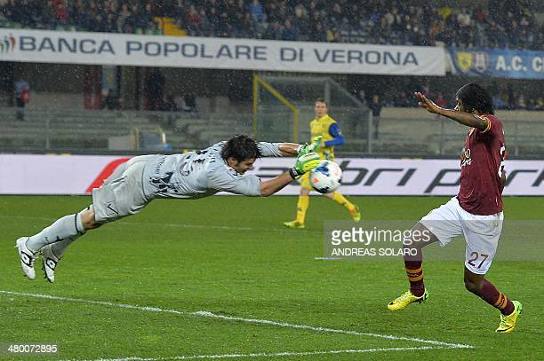 Chievo Verona's goalkeeper Michael Agazzi dives for the ball in front of AS Roma's forward of Ivory Coast Gervinho during the Italian Serie A...