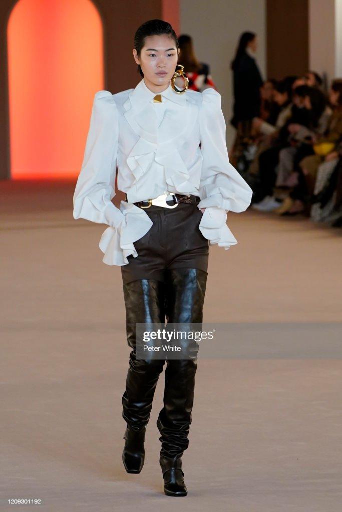 Balmain: Runway - Paris Fashion Week Womenswear Fall/Winter 2020/2021 : News Photo