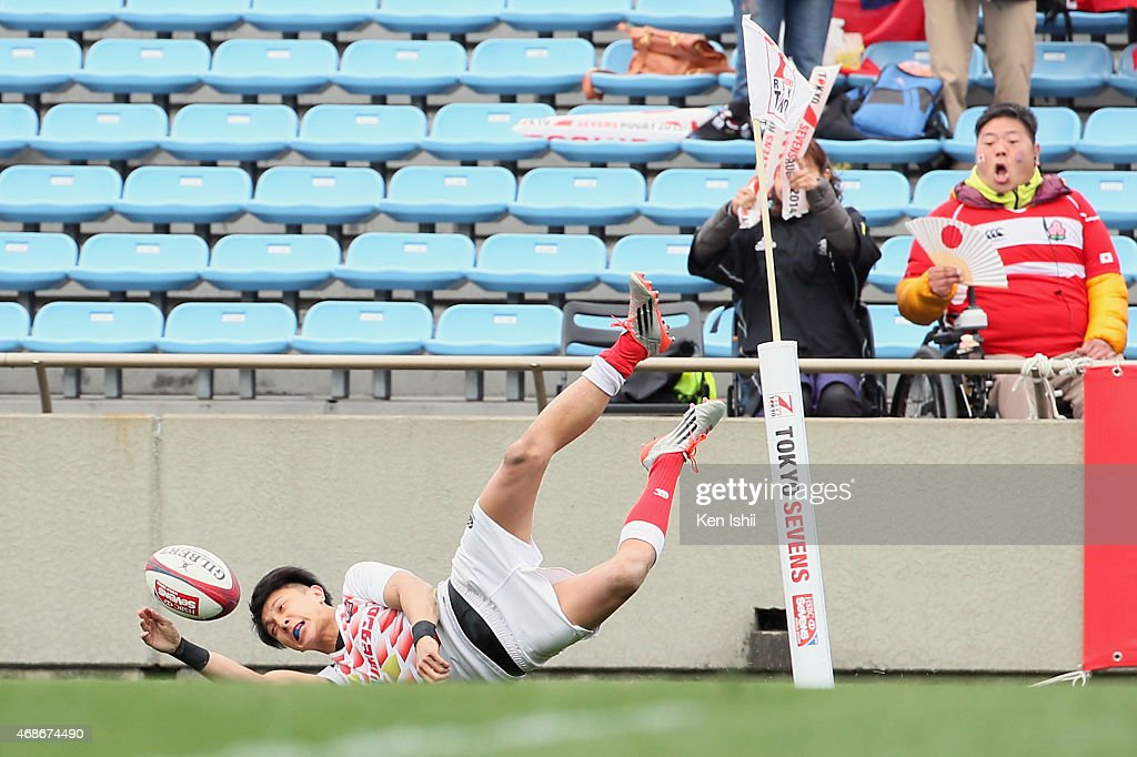 Chihito Matsui #11 of Japan scores a try in the game between Samoa and Japan during the Tokyo Sevens Rugby 2015 on April 4, 2015 in Tokyo, Japan.