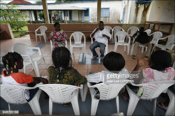 HIV child and adolescent support group at the Pointe Noire CTA 90% of the 25 million children suffering from HIV in the world live in SubSaharan...