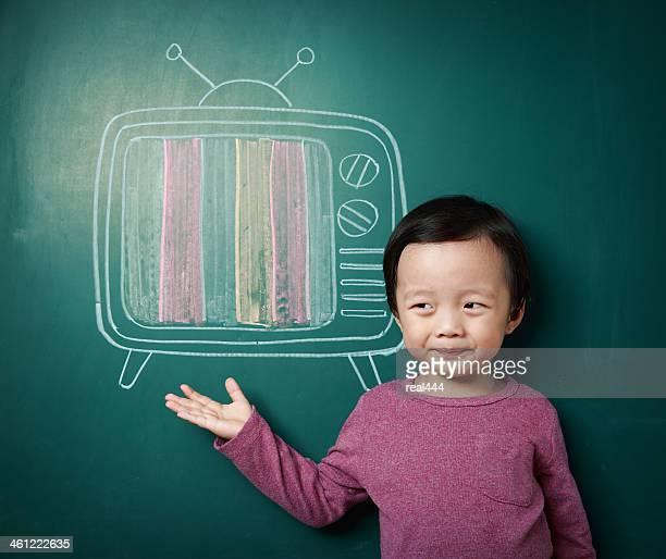 お子様とテレビ - insight tv ストックフォトと画像