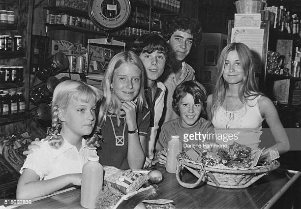 Child cast members of the US TV sitcom 'The Brady Bunch' circa 1972 Left to right Susan Olsen Eve Plumb Christopher Knight Barry Williams Mike...
