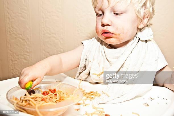 child eating pasta - newpremiumuk stock pictures, royalty-free photos & images