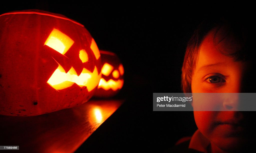 Children Enjoy Traditional Halloween Pumpkins : News Photo