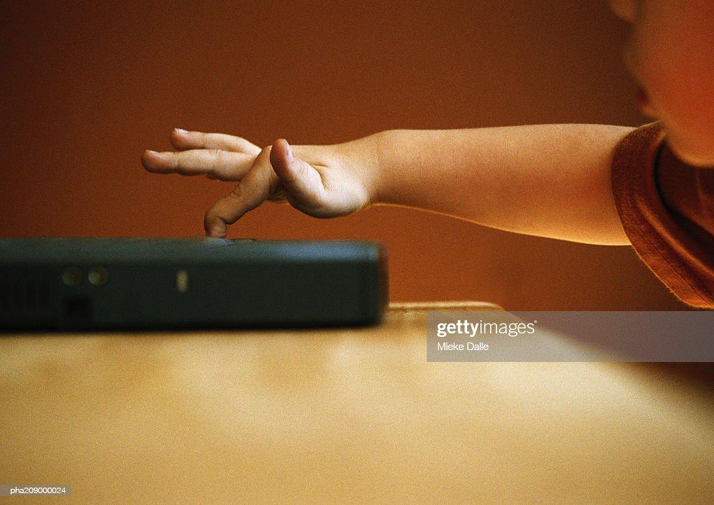Child, finger on a laptop. : Stockfoto