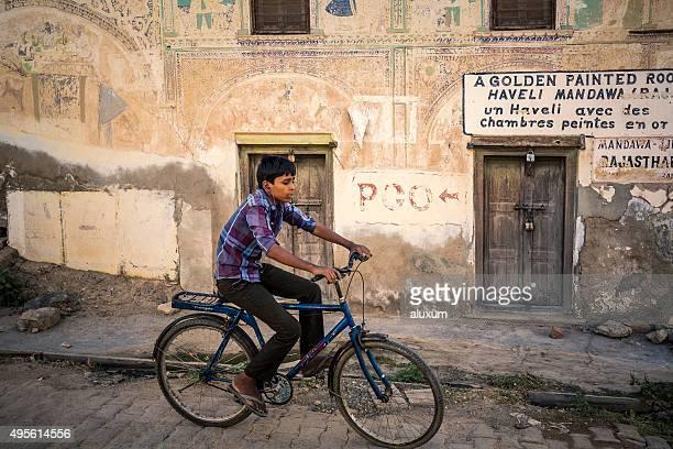 Enfants en vélo de Mandawa Rajasthan, Inde