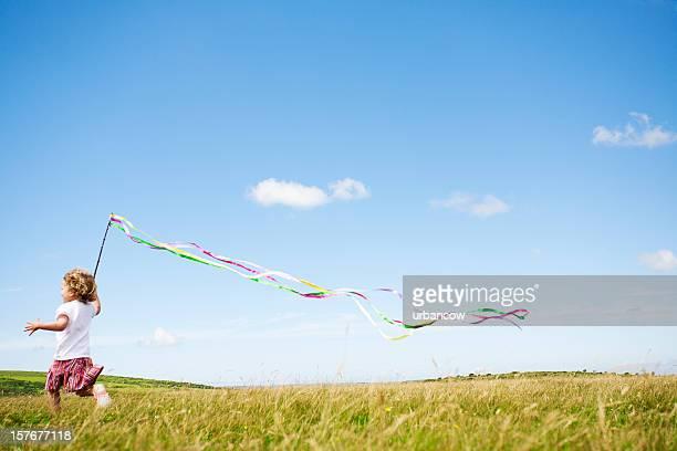 お子様の草地 - streamer ストックフォトと画像