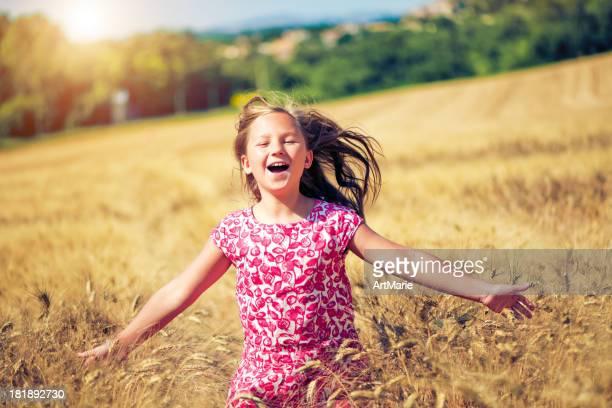 Kind in wheat field