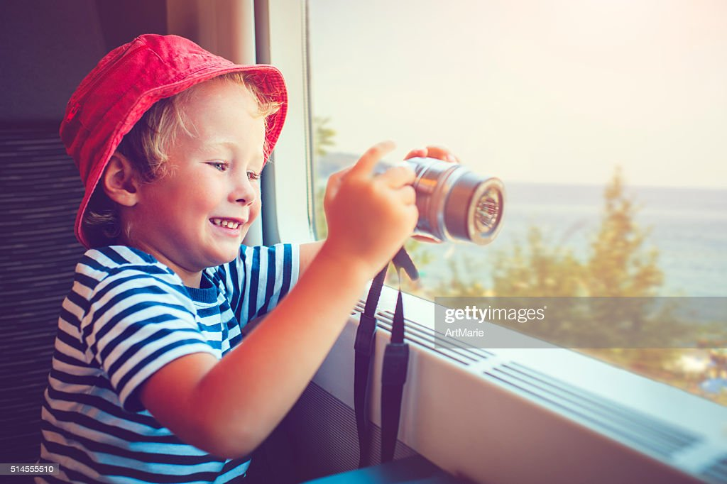 Kind im Zug : Stock-Foto