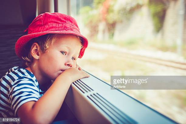 Enfant en train