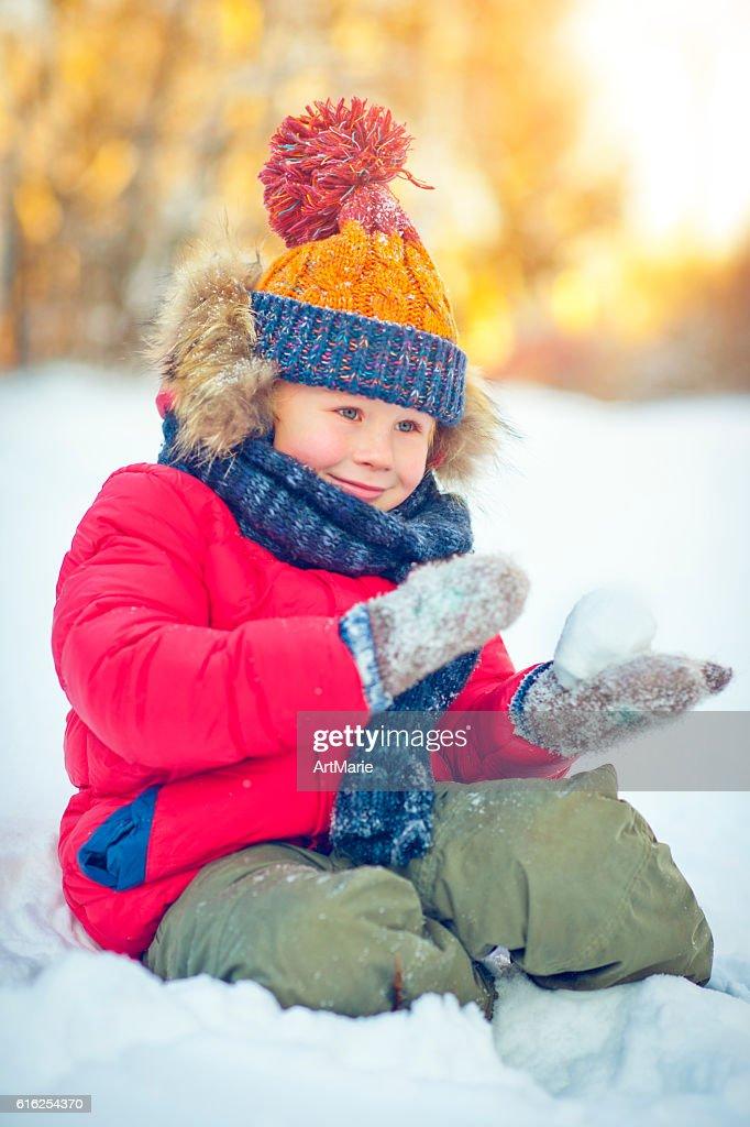 Criança no Inverno : Foto de stock