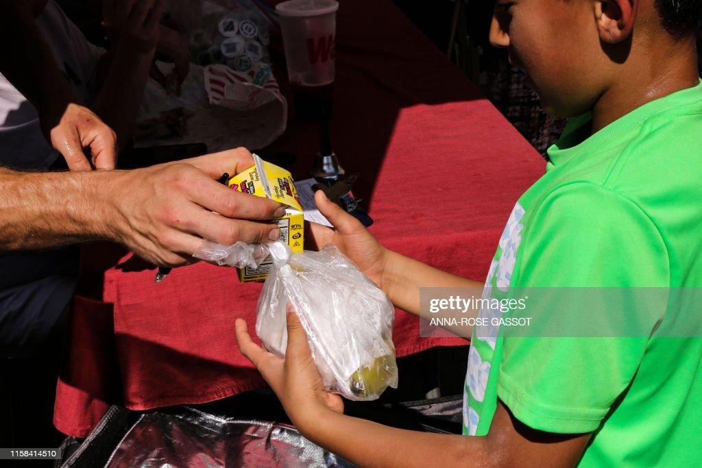 US-CHILDREN-CHARITY-FOOD : News Photo