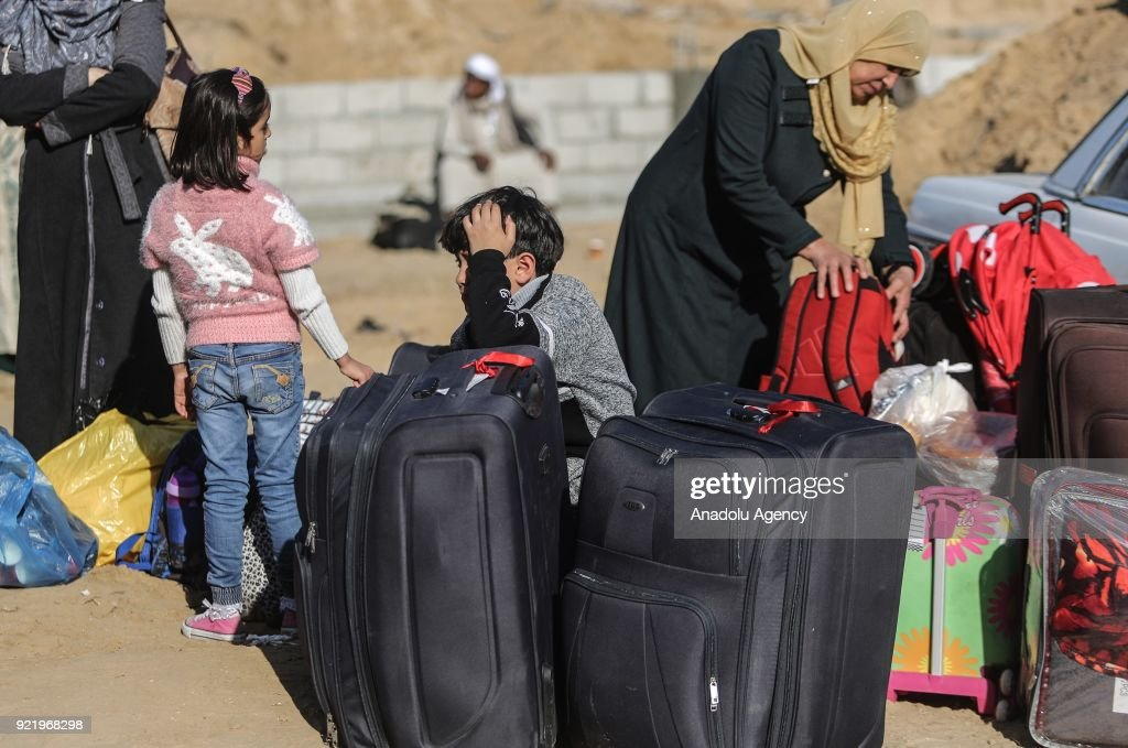 A child leans on his hand as he waits along with other people to take busses to Egypt following the opening of Rafah border gate in Khan Yunis, Gaza on February 21, 2018. Egypt temporarily opened Rafah crossing point on the borders with the Gaza Strip in both directions for four days.